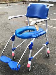 Гигиеническая кресло-каталка для высокого пациента